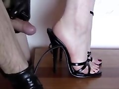 Cum in high-heeled shoes