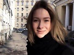 Falso fundição real de um adolescente russa