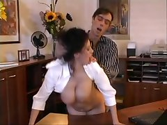 Beatrice busty sekretær office sex