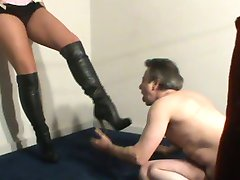 Mistress is balbusting male slave