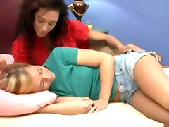 ARIELLA SEDUCES JENNY IN A VERY PASSION WAY