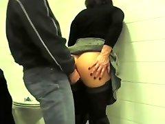 Avaliku wc anal fuck