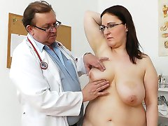 Crummy ugly bitch Dorotha gets examined and pleased by spoiled doctor