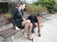 2 lány szexi titkárnő a klasszikus harisnya & garterbelt