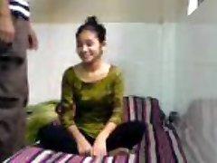Inocente Índio Coed Chupa Fode em BFs Dormitório