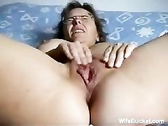 Mature wife finger-banging herself