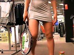 Preciosa anglosajona raquet insertion in public shop objet