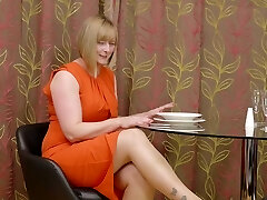 Lusty MILF with bob cut April gonna work on her own immense poon