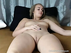 Warm Shaved Pussy Chick Loves Steamy Shows On Cam