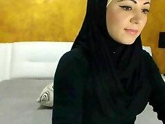 Stunning Arabic Beauty Jizzes on Camera