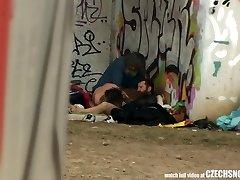 pur viața de stradă fără adăpost trio sex în public