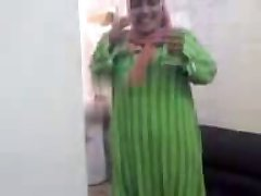 Mature Arab Hijab Slut Sucking Cock and undress clothes