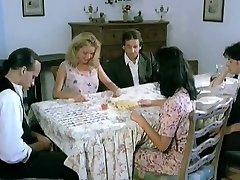 Italiana zia seduce nipote's l'amico