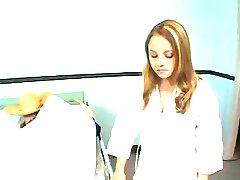 asistenta fierbinte se fute pacientul