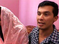 forró indiai lány csoportos kényszer áldozata lett
