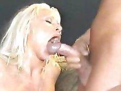 Blondinka Kurba V Pošast Bukkake