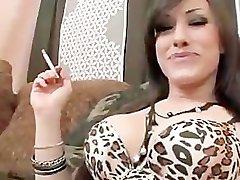 Pušenje Fetiš Vruće djevojkom
