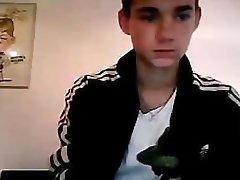 Spaanse tiener jongens uit te proberen gay seks voor de eerste keer zuigen en trekken