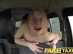 FakeTaxi Pohoten stranka pokliče taksi blef