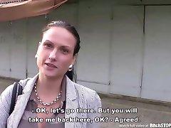 Tispe STOPP - Busty ungdoms Zuzana knullet utendørs