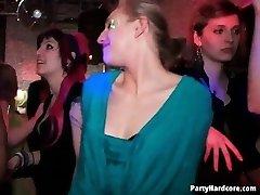 Orgia egy éjszakai klubban