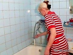 Szórakozás a fürdőszoba minden fajta öklözés