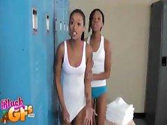 Crne djevojke u lockerroom