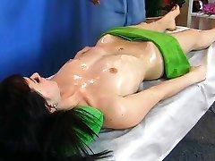 masażysta z tych rzeczy pacjenta za pomocą masażu