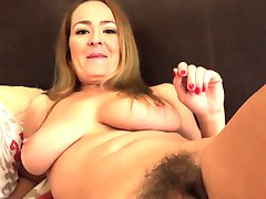 아름다운 갈색 머리 Elexis 먼로 반환하는 아줌마는 Judy!