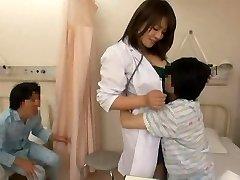 Pielęgniarka i niegrzeczny chłopak