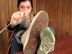 Verschwitzte Socken, Schuhe, Füße