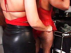 horny femmes dominent un coq dur