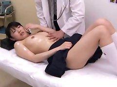 Écolière japonaise (18+) examen médical (2)