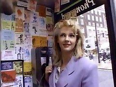 blonde heeft groep sex
