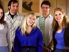 Striscia di Rock Paper Scissors con Addie Malloy e Candela