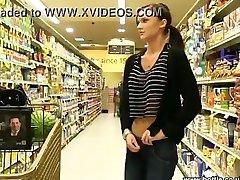 Ass flash at the super market