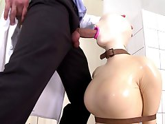 Latex gummi dukke blowjob