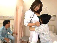 La enfermera y los chicos traviesos
