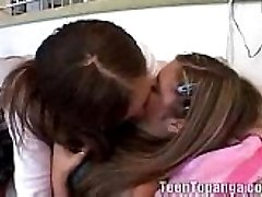 2 Adolescentes Tratar De Lesbianas Follando Por Primera Vez - Little Lupe Wombstabber