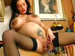 Nosečnice. Pošast Vagine. Ekstremni piercing