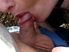 Fetish gotische Dame saugt kleinen penis