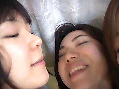 3 cute Japanese girls spitting and kissing