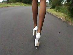 LGH - Tamia Heels und Nylons an der A44