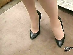 Hot Milf talks about mens fetish for women in elegant sexual high heels