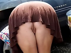 מתחת לחצאית