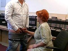 Bestemor gir en gummy blowjob