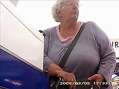 Abuela con un gran trasero banda tetas