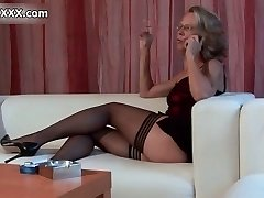 Nasty mature whore gets horny rubbing