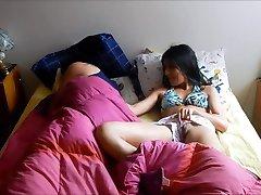 krok-sourozenci sdílet postel