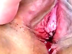 Thai slut's menstrating pussy before pounding